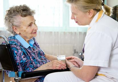 British Ebenholz Krankenschwester In PVC Saugt Hahn